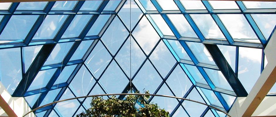 Изработка, монтаж , строителство и поддръжка на поликарбонат, поликарбонатни панели и плоскости от АРИС.